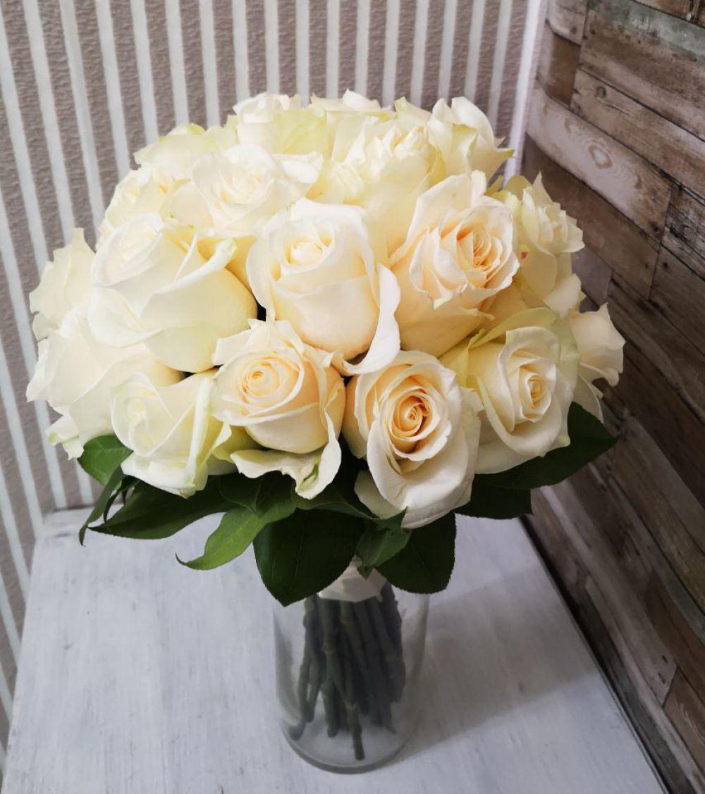Свадебные букеты из роз кремовых киев